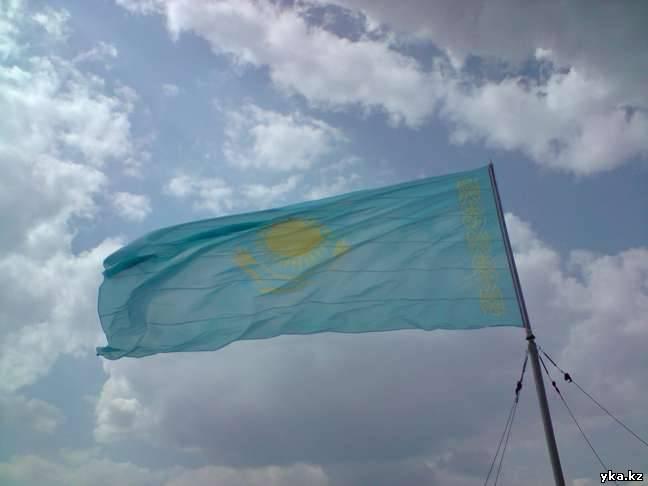 Флаг Казахстана над Усть-каменогорском