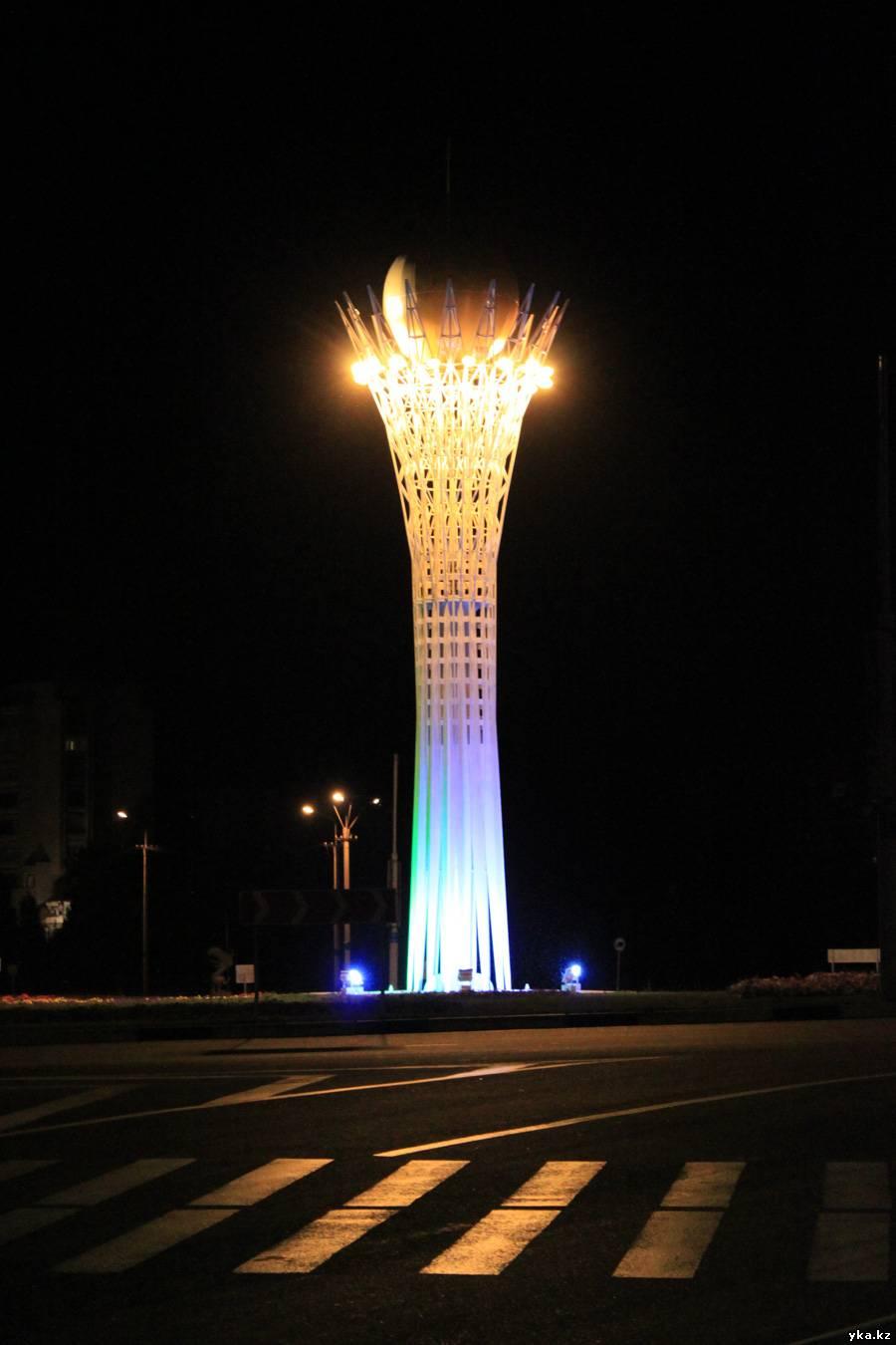 Байтерек в Усть-Каменогорске, ночной город, фото