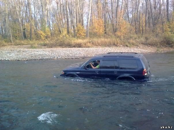 Что вы будете делать, если встретите на своем пути водную преграду, глубиной в пояс? - тонущая машина - Усть-Каменогорск