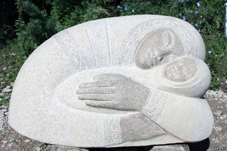 Клыбельная - скульптуры Усть-Каменогорска