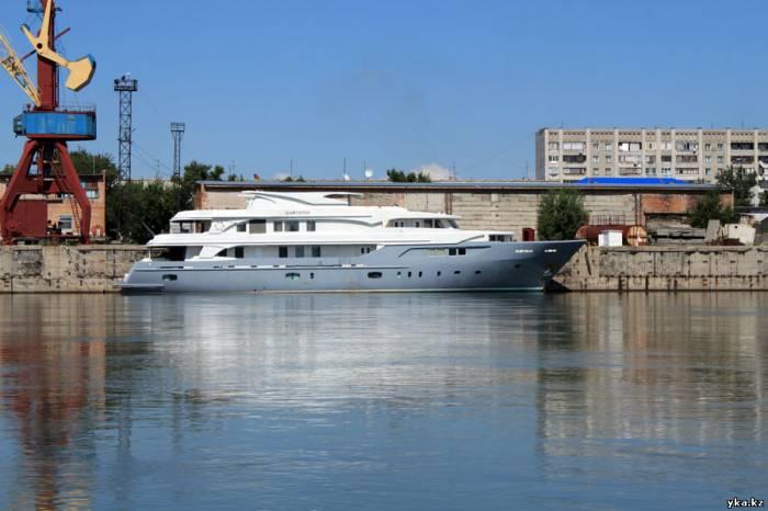 В Усть-Каменогорске стоит корабль - который не скоро поплывёт