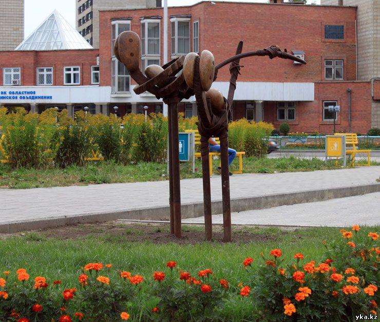 Две птицы - скульптуры Усть-Каменогорска