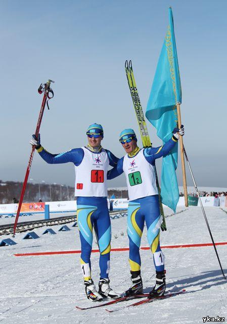 Лыжник из города Риддер, Алексей Полторанин, берёт своё второе золото, на это раз в командной гонке.